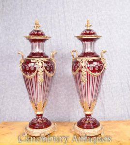 زوج الإمبراطورية الفرنسية قطع الزجاج أمفورا أورنس المزهريات المزخرفة