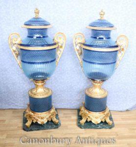 زوج كبير لويس زف الأزرق قطع الزجاج المزهريات أورن على تقف