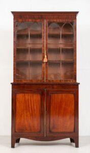 مكتبة ريجنسي - خزانة الماهوجني العتيقة