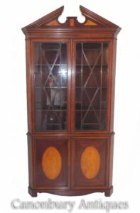 العتيقة الجورجية ركن خزانة خزانة حوالي 1820
